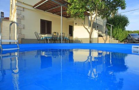 Apartment Rozita With Pool
